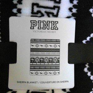 NWT Victoria's Secret Pink Fleece Blanket